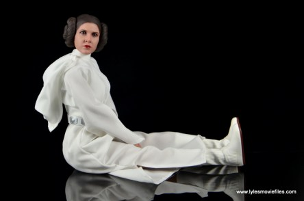 Hot Toys Princess Leia figure review -seated pose