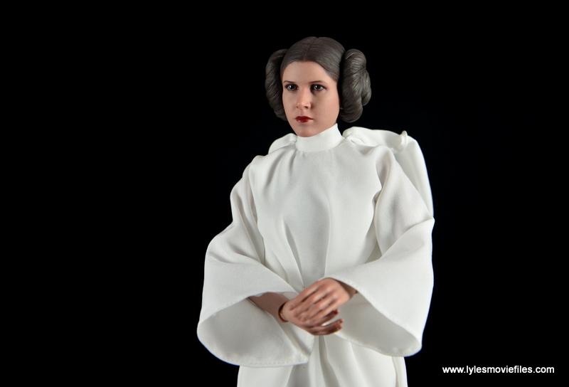 Hot Toys Princess Leia figure review - wide shot