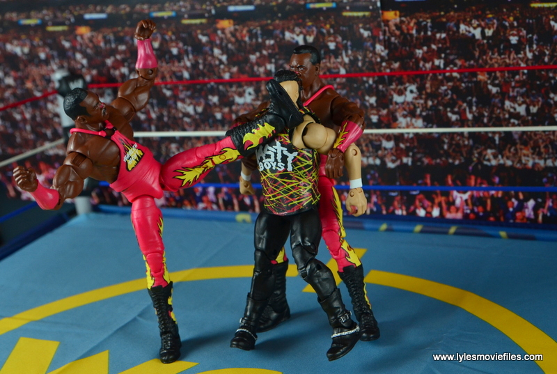WWE Elite 46 Harlem Heat figure review - leg whip to Saggs