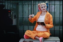 Hot Toys Prisoner Harley Quinn figure -drinking and reading