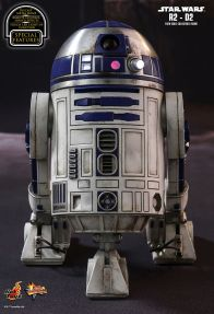 Hot Toys Star Wars The Force Awakens R2-D2 figure -straight