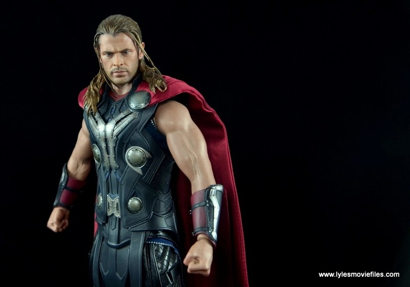Hot Toys Thor figure review Avengers Age of Ultron - off center shot