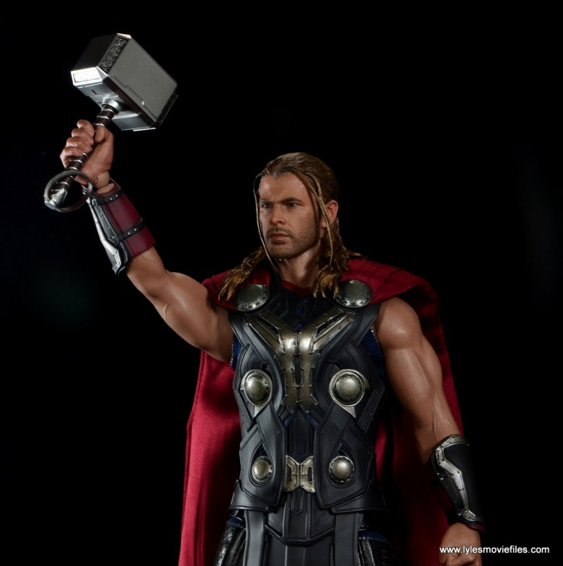 Hot Toys Thor figure review Avengers Age of Ultron - raising Mjlonir