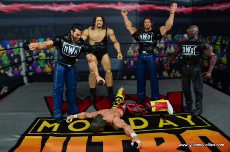 WWE Mattel The Outsiders Battle Pack figure review - spray painting Macho Man