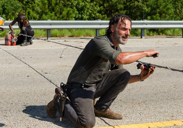 the-walking-dead-episode-Rock in the Road review -Michonne and Rick