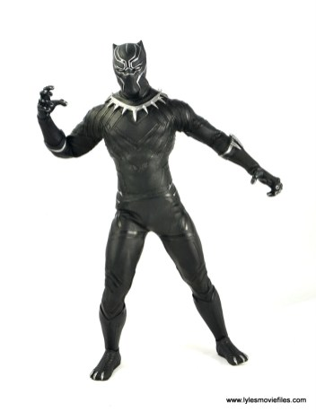 Hot Toys Black Panther figure review - open hands
