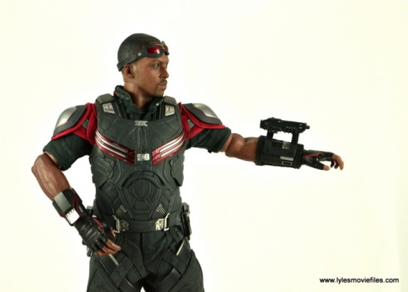 Hot Toys Captain America Civil War Falcon figure review -aiming submachine gun