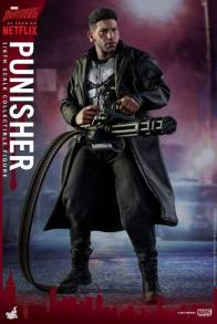 Hot Toys Netflix The Punisher figure -aiming chain gun