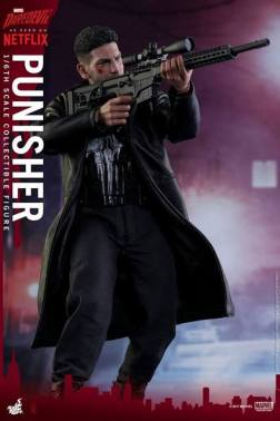 Hot Toys Netflix The Punisher figure - aiming sniper rifle