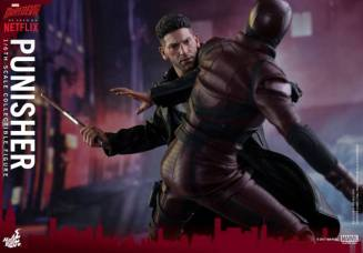Hot Toys Netflix The Punisher figure -battling Daredevil