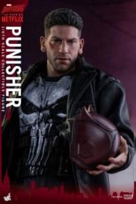 Hot Toys Netflix The Punisher figure -with Daredevil helmet