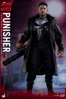 Hot Toys Netflix The Punisher figure - with chain gun