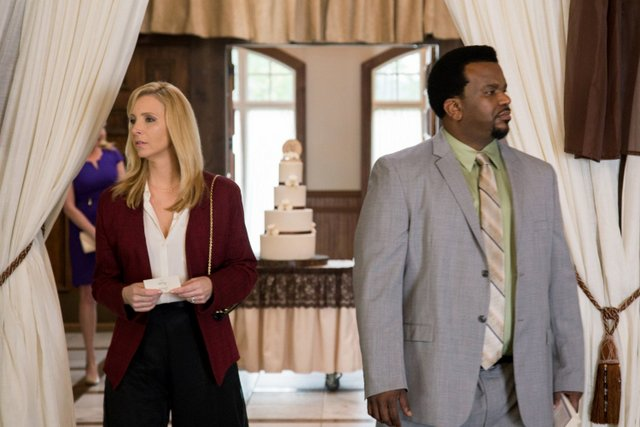 Table 19 review - Lisa Kudrow and Craig Robinson