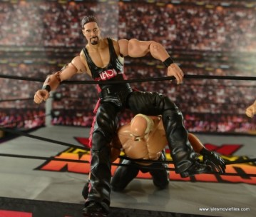 WWE nWo Wolfpac Kevin Nash Elite figure review -rope splash on Hollywood Hogan
