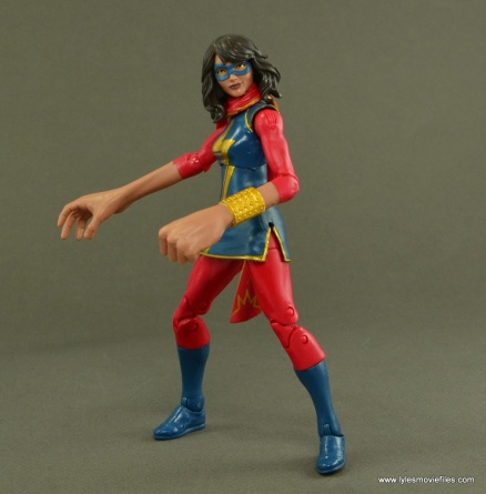 Marvel Legends Ms. Marvel figure review -sides with embiggen hands