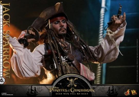 Hot Toys Capt Jack Sparrow figure -holding accessories
