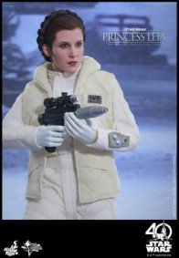 Hot Toys Princess Leia Hoth figure -aiming long
