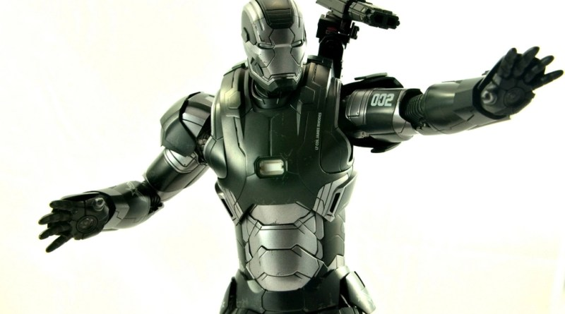 Hot Toys War Machine Age of Ultron figure review -battle ready
