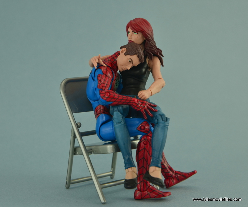 Marvel Legends Spider-Man and Mary Jane Watson figure review - Peter and MJ in a chair
