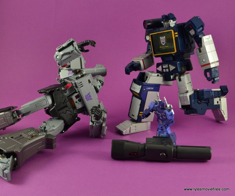 Transformers Masterpiece Megatron figure review - Soundwave, don't leave me