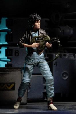 Aliens 12 reveals -Ripley aiming