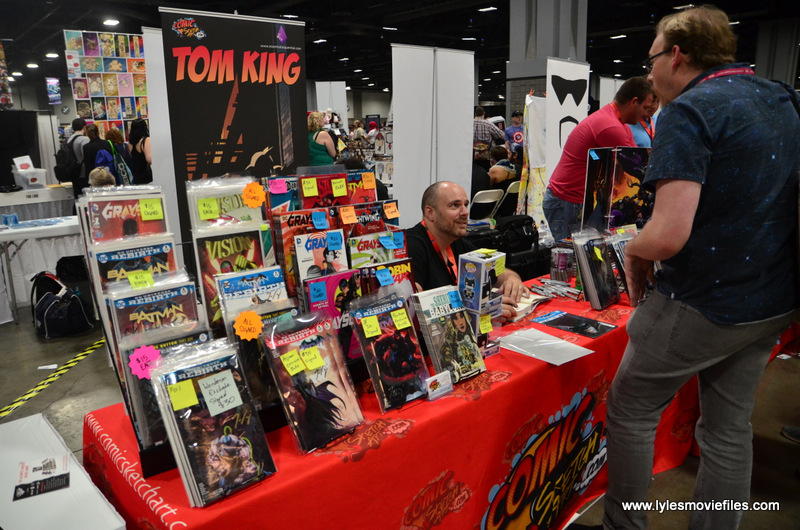 Awesome Con 2017 Tom King chatting with fan