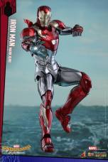 Hot Toys Iron Man Mark 47 figure - aiming repulsor
