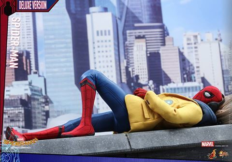 Hot Toys Spider-Man Homecoming figure - laying down with blazer