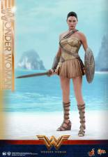 Hot Toys Wonder Woman Training Armor Version - ready for battle