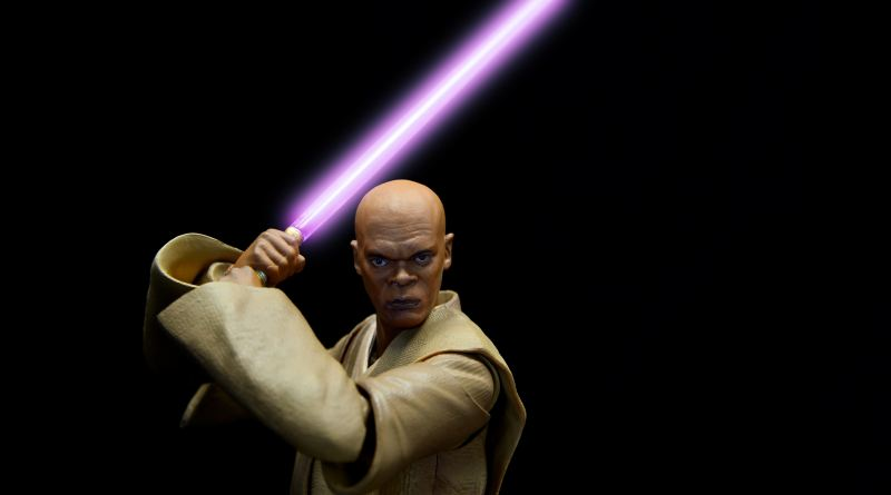SH Figuarts Mace Windu figure review - battle ready with saber lit