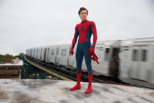 Spider-Man Homecoming - Peter atop a train