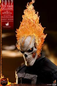 Hot Toys Agents of SHIELD Ghost Rider figure -head detail