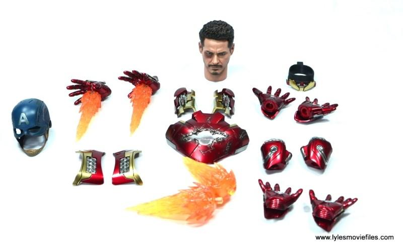 Hot-Toys-Captain-America-Civil-War-Iron-Man-figure-review-accessories