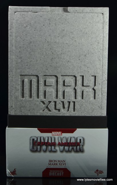 Hot-Toys-Captain-America-Civil-War-Iron-Man-figure-review-inner-package