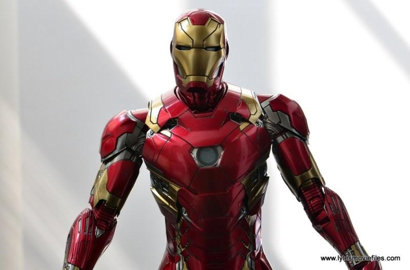 Hot Toys Captain America Civil War Iron Man figure review - natural light