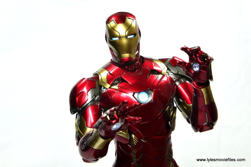 Hot Toys Captain America Civil War Iron Man figure review - wide