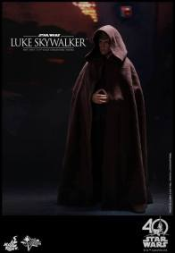 Hot Toys Jedi Luke Skywalker figure - cloak on