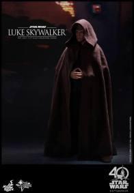Hot Toys Jedi Luke Skywalker figure - cloak on