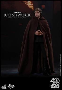 Hot Toys Jedi Luke Skywalker figure -hood down