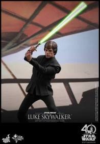 Hot Toys Jedi Luke Skywalker figure - on the sail barge