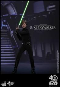Hot Toys Jedi Luke Skywalker figure -saber lit in throne room