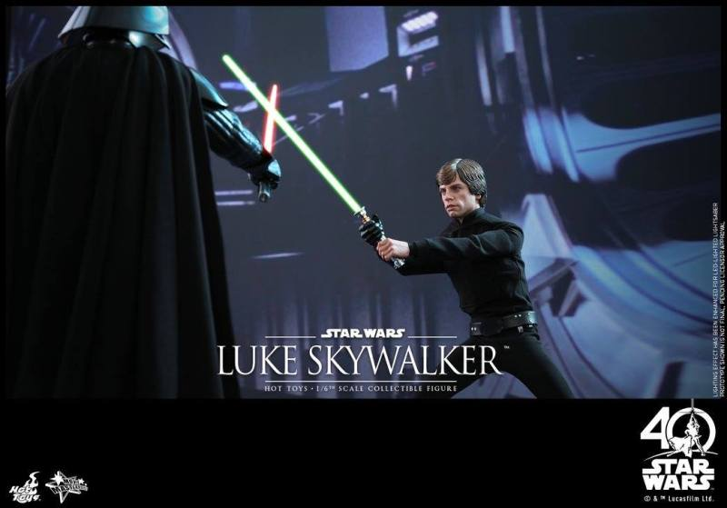 Hot Toys Jedi Luke Skywalker figure - wide fighting Vader