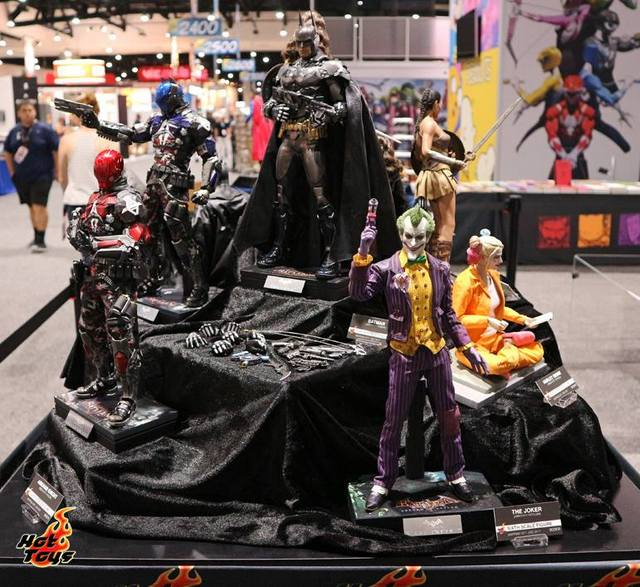 SDCC 2017 new Hot Toys Arkham Knight display