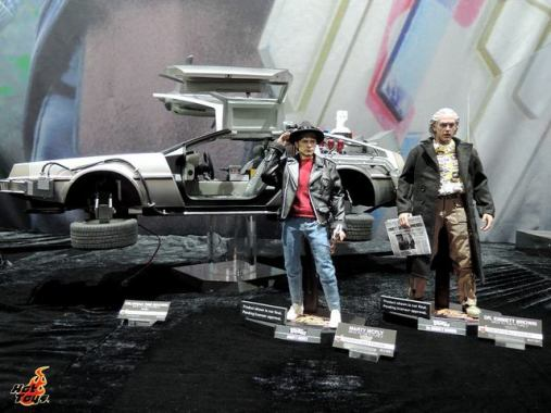 SDCC 2017 new Hot Toys Back to the Future III - Marty, Doc and Deloreon