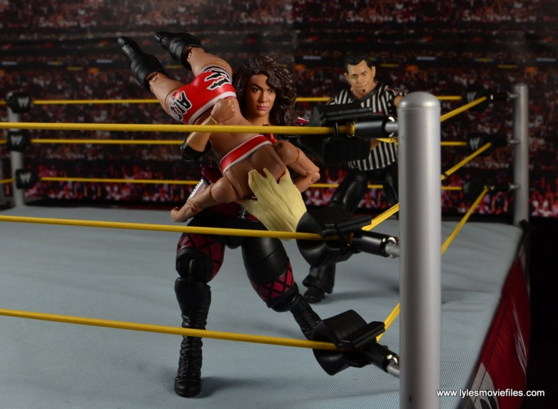 WWE Nia Jax figure review - splashing Alexa Bliss in corner