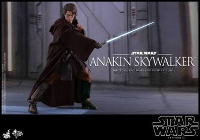 Hot Toys Revenge of the Sith Anakin Skywalker - robed with lightsaber