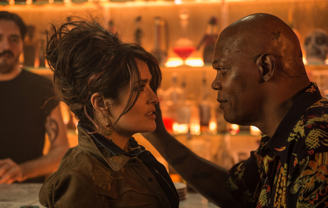 The-Hitmans-Bodyguard-movie-pictures-Salma-Hayek-and-Samuel-L-Jackson