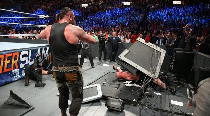 WWE Summerslam 2017 - Braun dumps table on Brock
