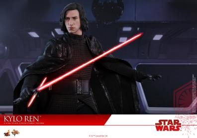 Hot Toys The Last Jedi Kylo Ren - battle ready