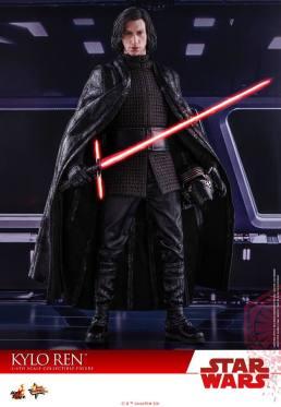 Hot Toys The Last Jedi Kylo Ren - holding helmet
